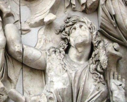 Pergamonmuseum_-_Antikensammlung_-_Pergamonaltar_13_detail