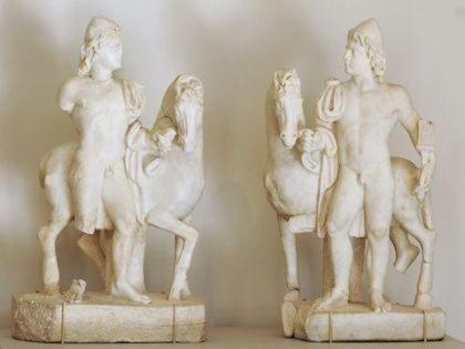 Диоскуры, братья близнецы Кастор и Полидевк, величайшие герои после Геракла