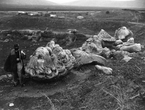 Кадм, основатель беотийских Фив, превращенный в змея