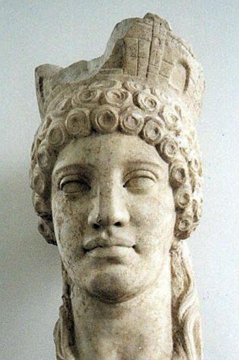 статуя Реи
