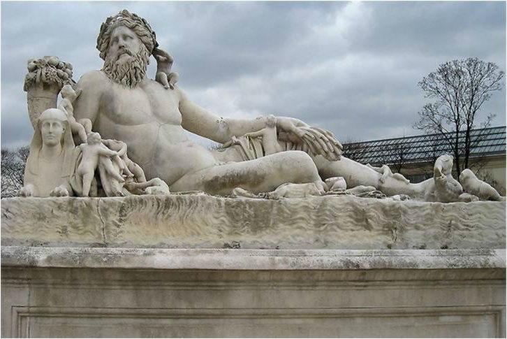 статуя бога нила