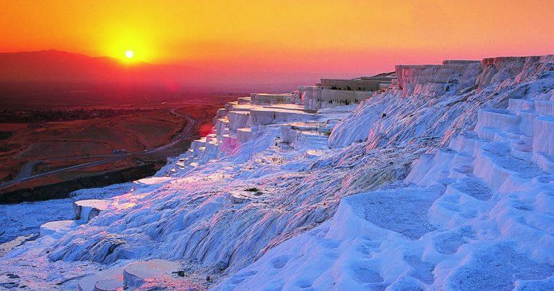 Памуккале — одно из красивейших мест Турции