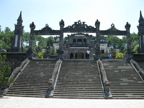 Гробница Кхай Диня, Вьетнам