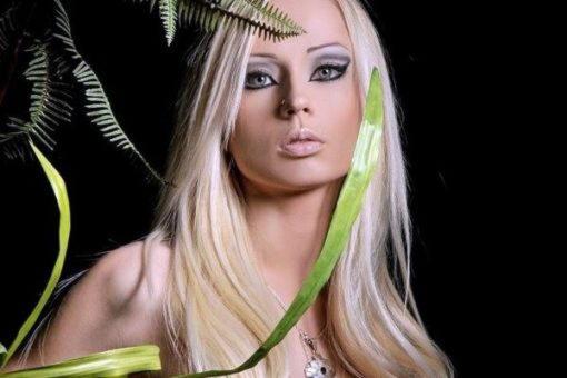Майя, мать бога Гермеса, превращенная с сестрами в созвездие Плеяд
